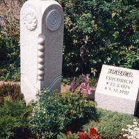 Grabdenkmal-Herter